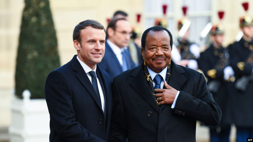 AFRIQUE: EMMANUEL MACRON S'EST COMME PROMIS ENTRETENU AVEC PAUL BIYA