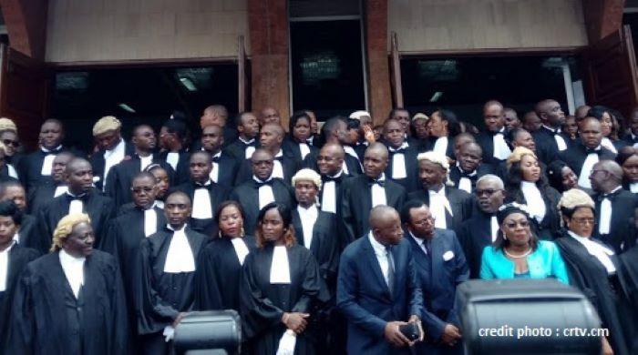 cameroun : l'ordre des avocats au barreau suspend le port de la robe !