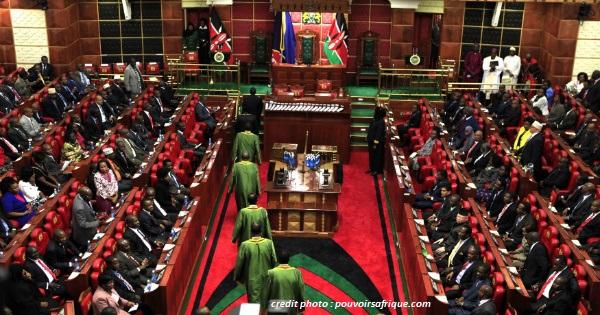 KENYA : LES DÉPUTÉS CONDAMNÉS À REMBOURSER LEUR ALLOCATION DE LOGEMENT.