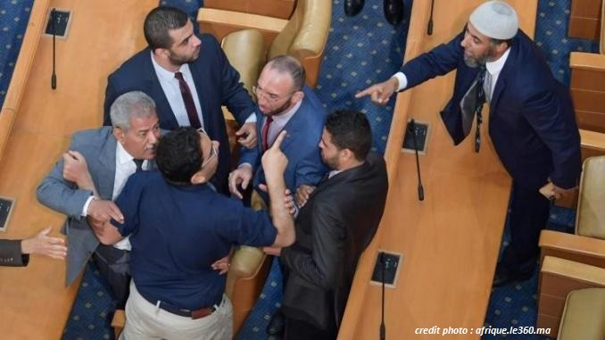 TUNISIE : BAGARRE VIOLENTE AU PARLEMENT !