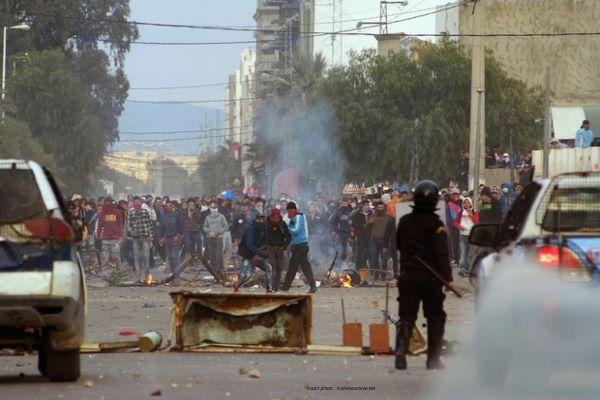 TUNISIE : DES ÉMEUTES NOCTURNES DEPUIS 04 JOURS.