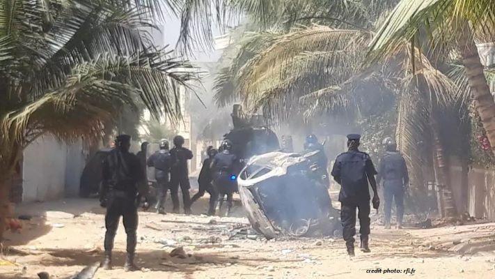 """SÉNÉGAL : """"L'AFFAIRE OUSMANE SONKO"""" PROVOQUE DES AFFRONTEMENTS."""