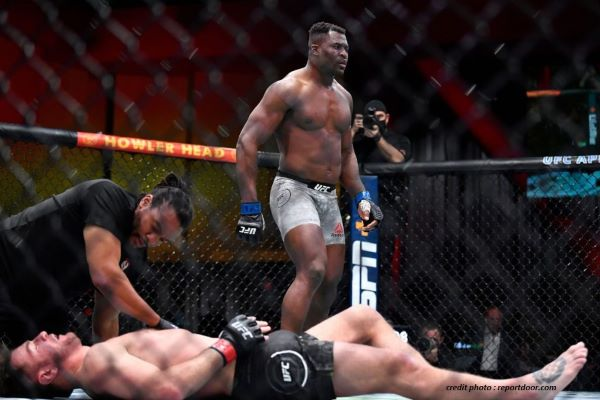 FRANÇIS NGANNOU – UFC 260 : UNE REVANCHE PAR KO.