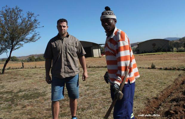 AFRIQUE DU SUD : DES TERRES ATTRIBUÉS À DES FERMIERS NOIRS.