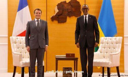 """RWANDA – MACRON : UNE VISITE POUR """"RENOUER LES LIENS""""."""