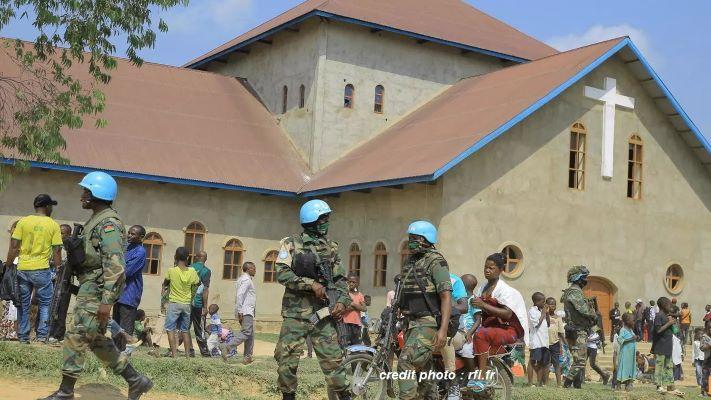 RD CONGO : UNE BOMBE ARTISANALE EXPLOSE DANS UNE ÉGLISE.
