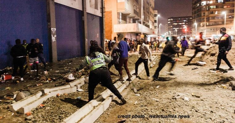 AFRIQUE DU SUD : LES VIOLENCES ONT FAITS 117 MORTS…
