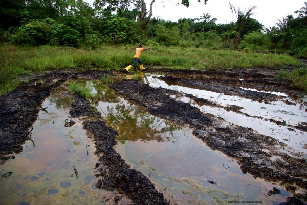 NIGÉRIA – POLLUTION PÉTROLIÈRE : SHELL ACCEPTE DE PAYER.
